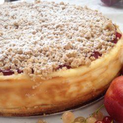 plum and cinnamon crumble cheesecake
