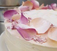 lemon and elderflower rose cake 14