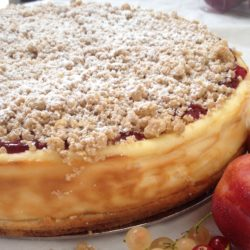plum and cinnamon crumble cheesecake